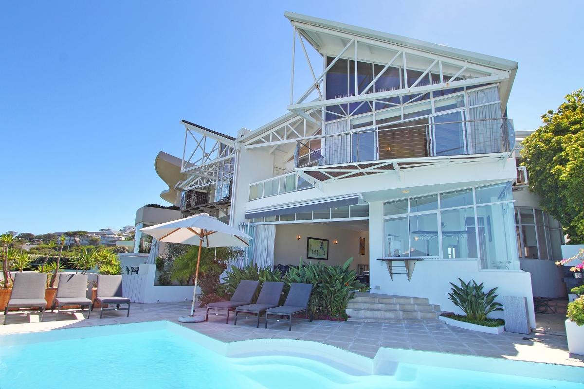 Beach Villa 1 Camps Bay with Sea Views